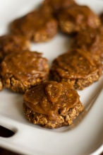 "Apple-Almond-Oatmeal Cookies with Salted Date ""Caramel"" (vegan)"