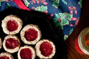 Strawberry-Almond Thumbprint Cookies (vegan)